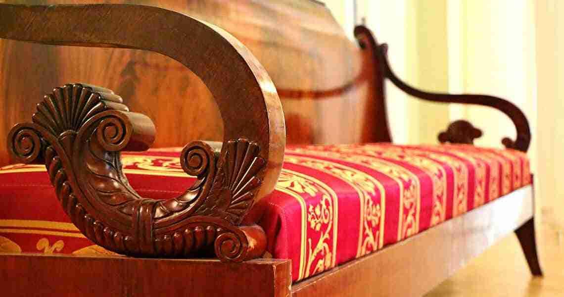 divani antichi in legno